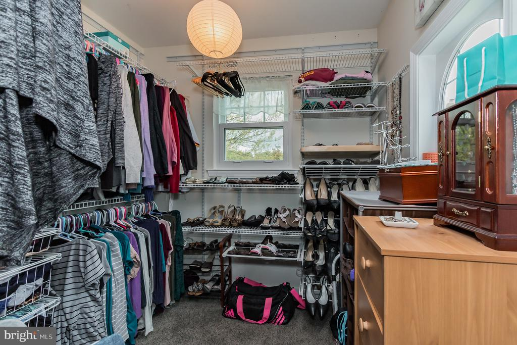 Master walk-in closet. - 8 GLENGYLE CT, STERLING