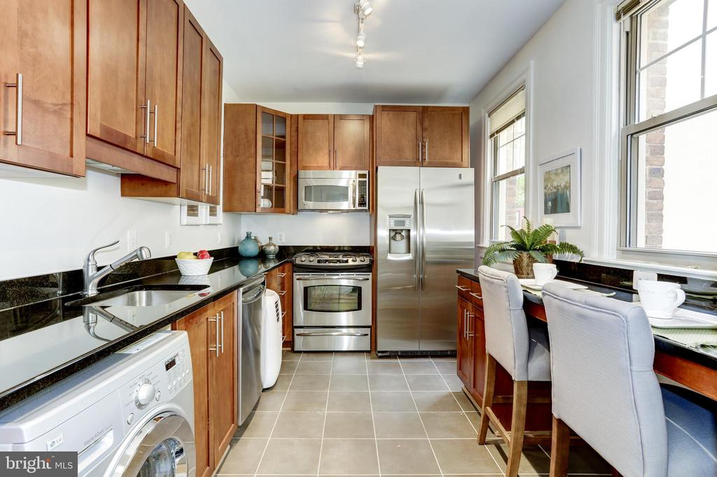 Updated kitchen with shining S.S. appliances - 105 6TH ST SE #105, WASHINGTON