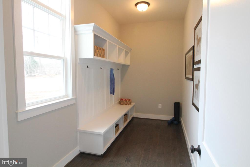 Mud Room off of Garage - 12245 CLIFTON POINT RD, CLIFTON