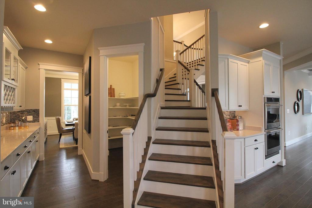 Butler's Pantry and Stairs Leading to Upper Level - 12245 CLIFTON POINT RD, CLIFTON