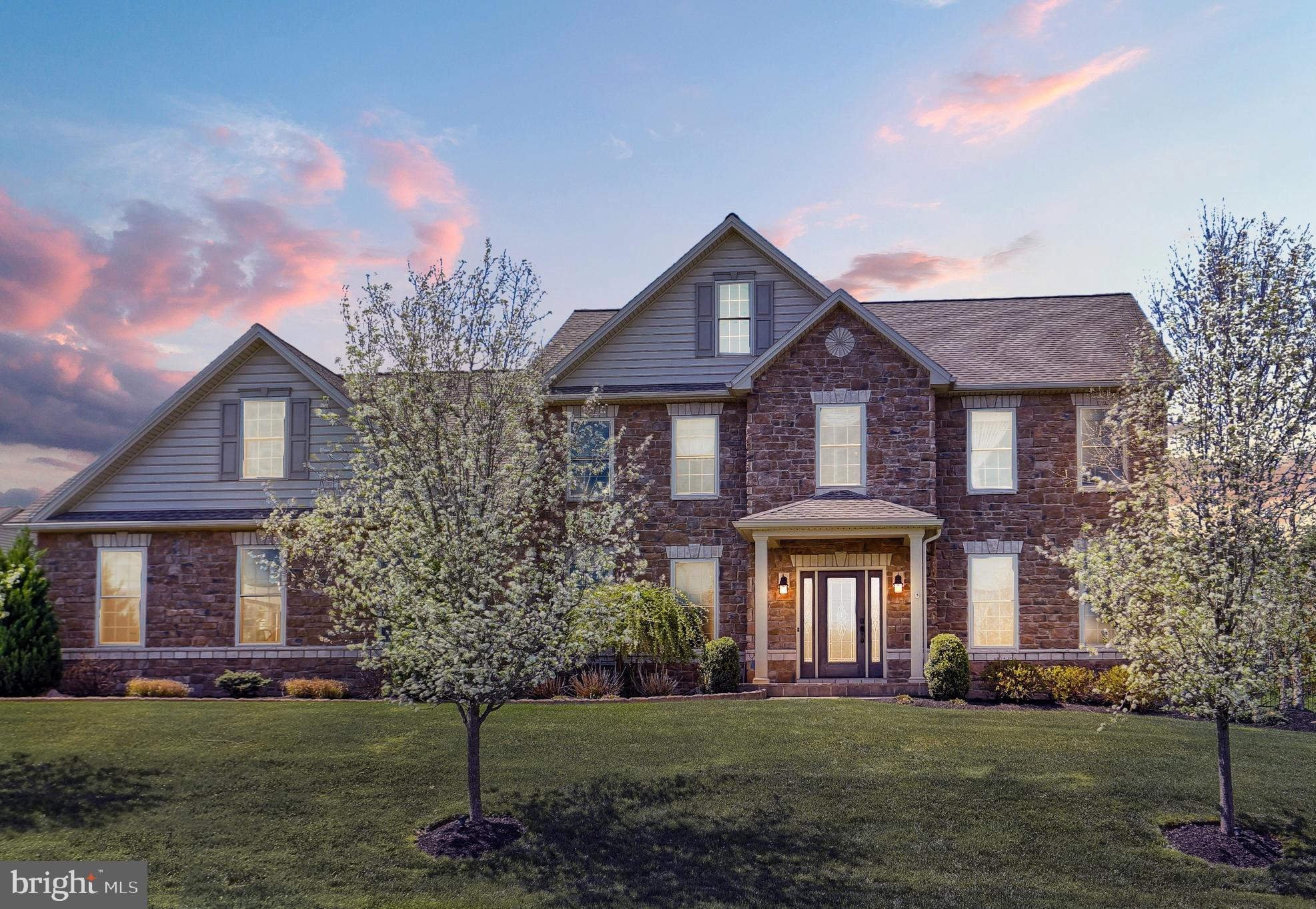 Immaculate home on PREMIUM LOT!