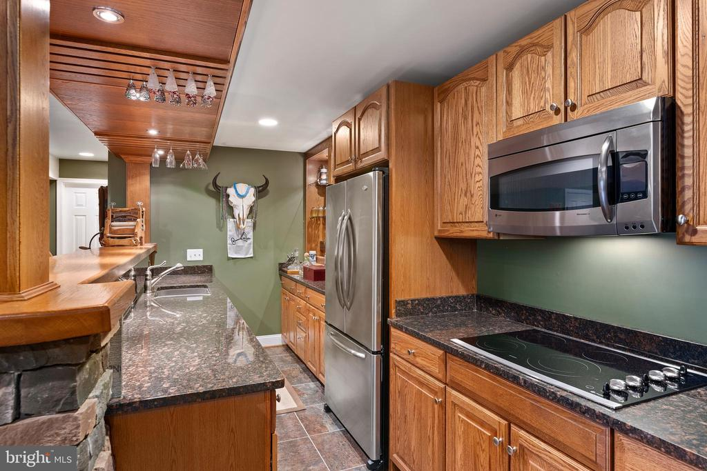 Beautiful Granite Countertops & Stainless Steel - 12515 SINGLE OAK RD, FREDERICKSBURG