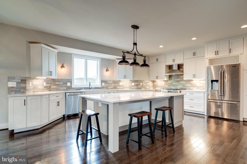 Gorgeous Kitchen Centers New Custom  Home - 38042 GREENWOOD FARM LN, PURCELLVILLE
