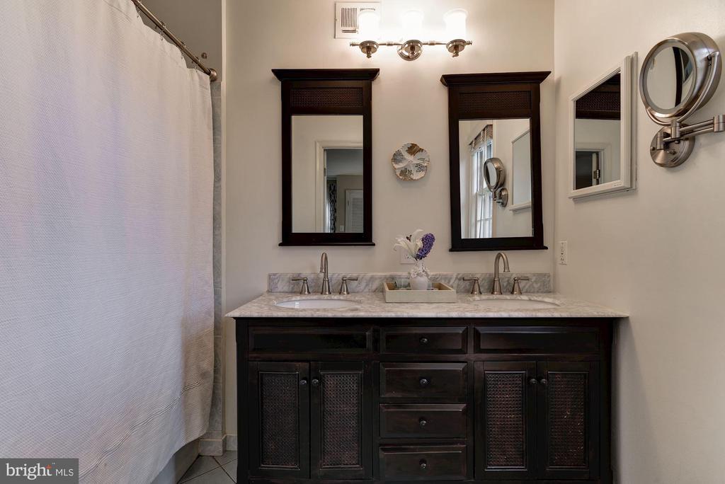 Master bathroom - 6006 COREWOOD LN, BETHESDA