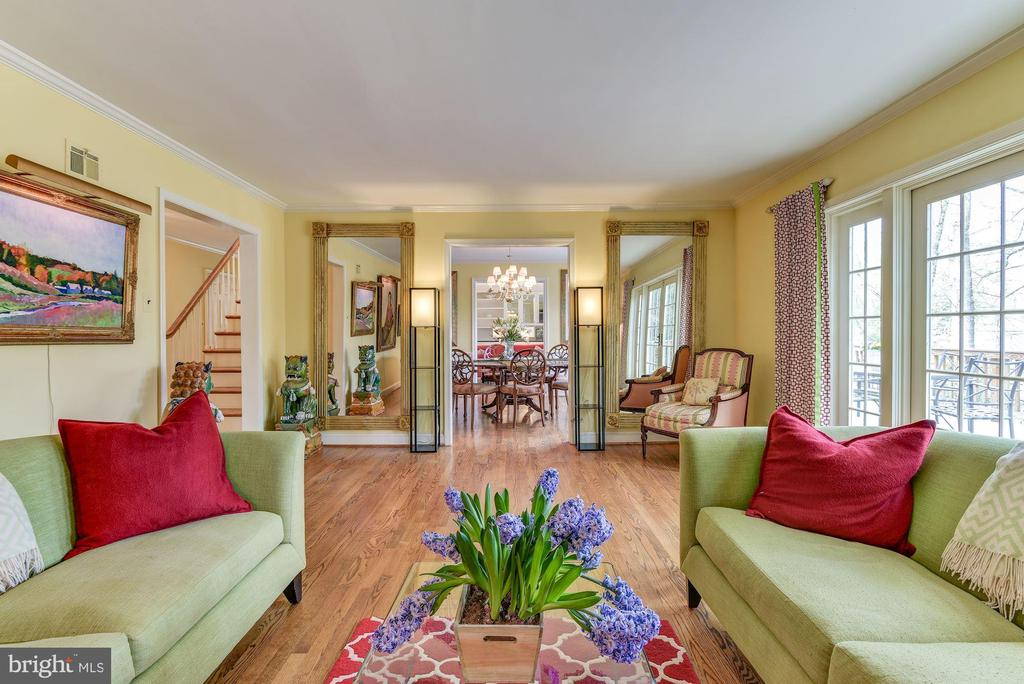 Living room - 6006 COREWOOD LN, BETHESDA