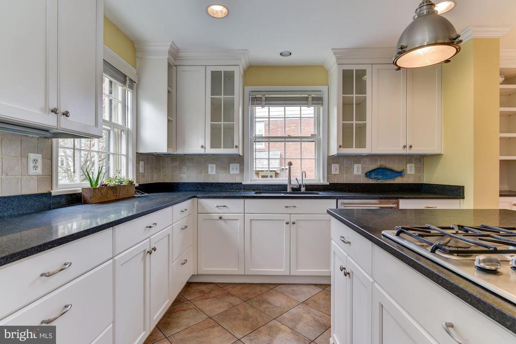 Nancy Thornett-designed gourmet kitchen - 6006 COREWOOD LN, BETHESDA