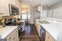 Kitchen - 25280 LAKE SHORE SQ #304, CHANTILLY