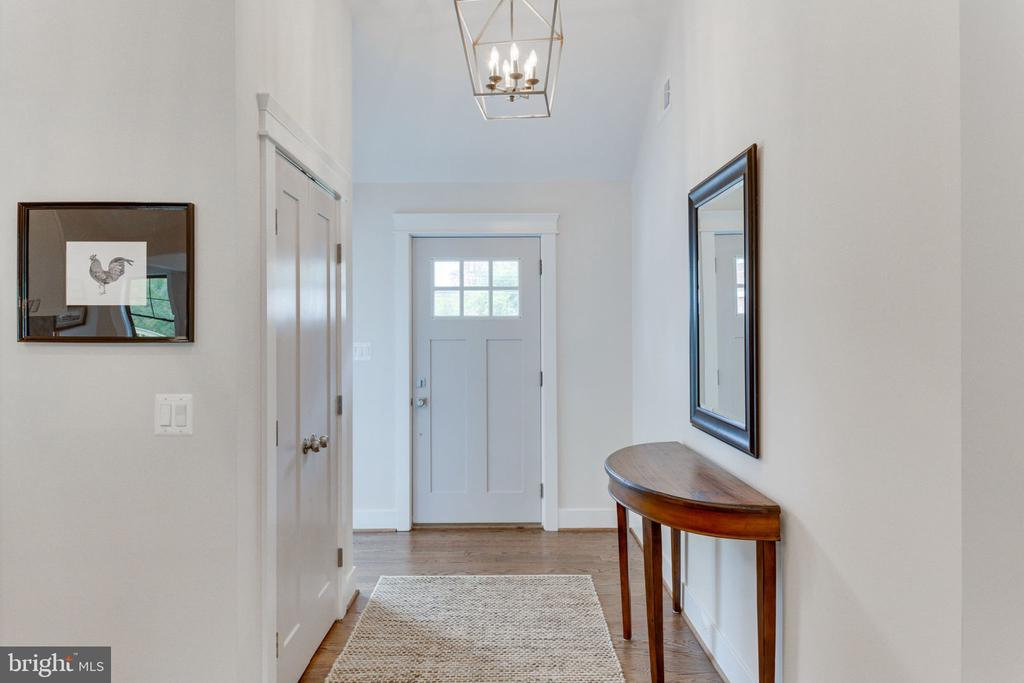 Welcoming Entrance with Updated Lighting - 505 PRINCESS CT SW, VIENNA
