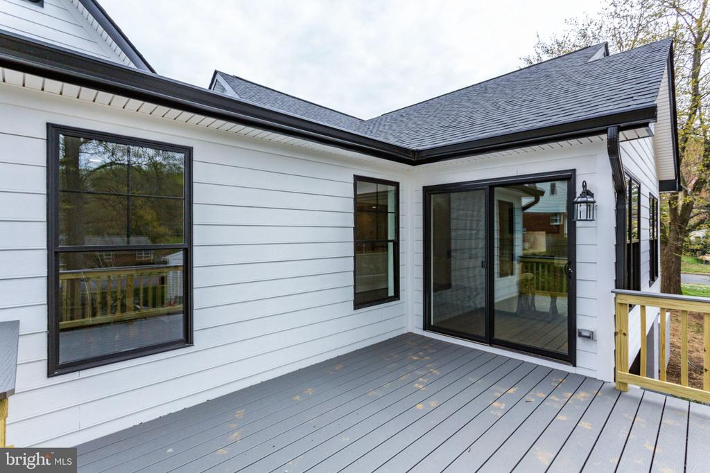 Spend Weekends On the Back Deck - 505 PRINCESS CT SW, VIENNA