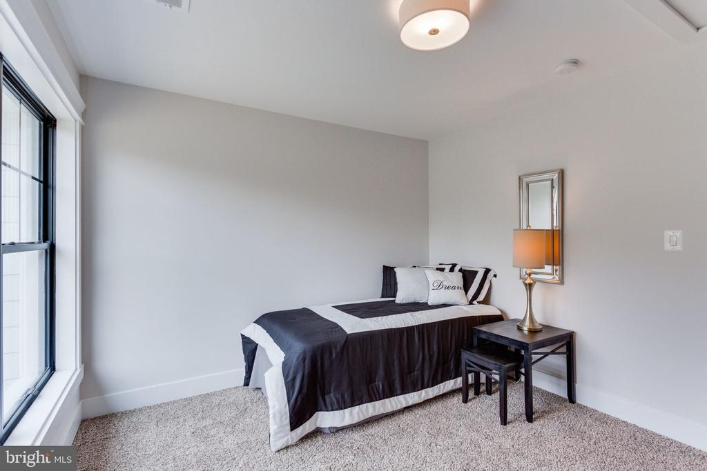 Main Level Guest Bedroom - 505 PRINCESS CT SW, VIENNA