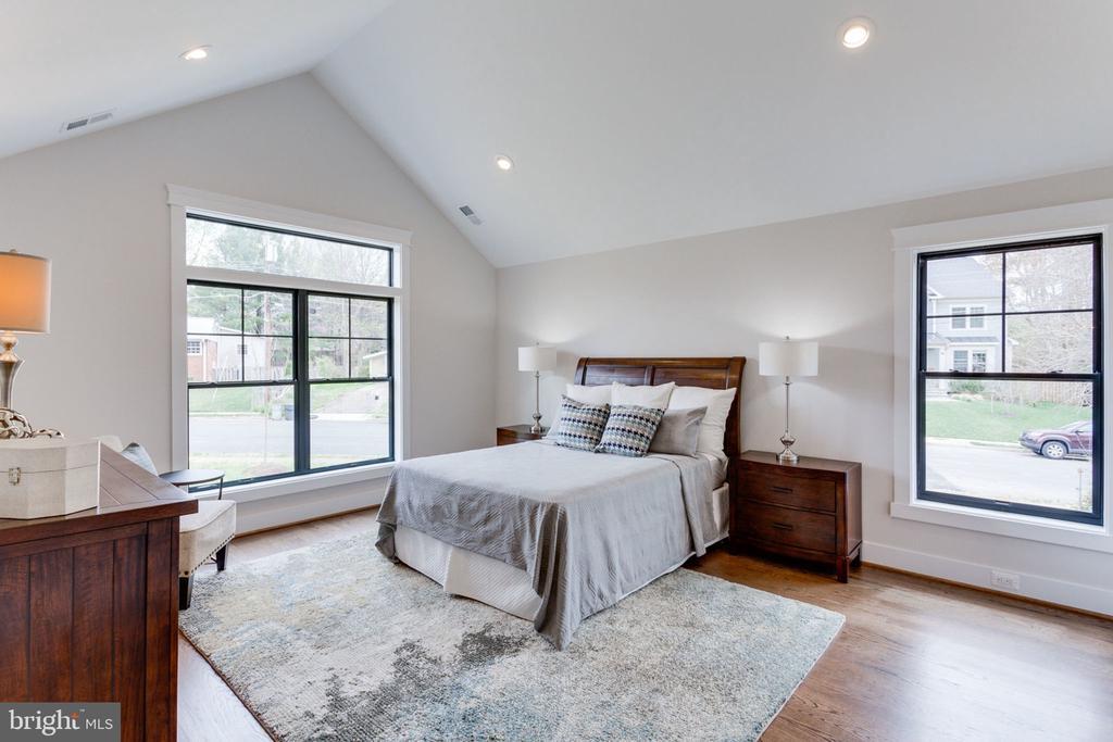 Main Level Master Bedroom Suite - 505 PRINCESS CT SW, VIENNA
