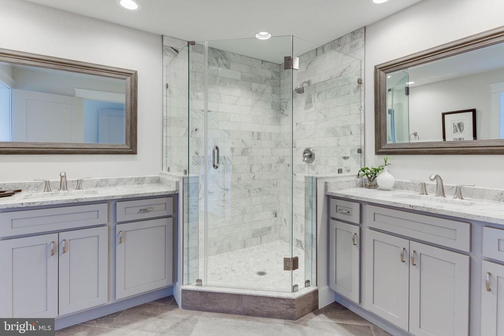 Separate Vanities in the Master Bath - 505 PRINCESS CT SW, VIENNA