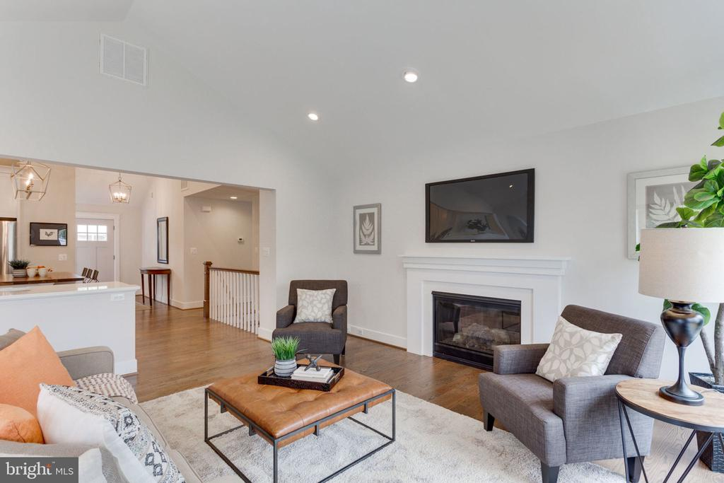 Recessed Lighting and Great Natural Light - 505 PRINCESS CT SW, VIENNA