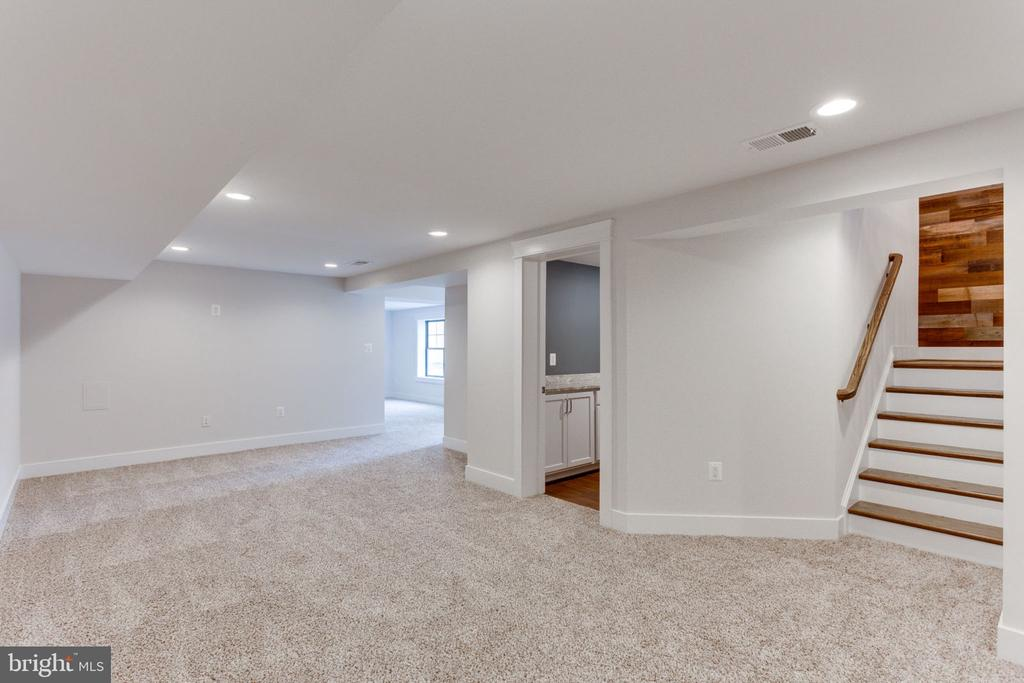 More Space to Enjoy in LL Rec Room - 505 PRINCESS CT SW, VIENNA