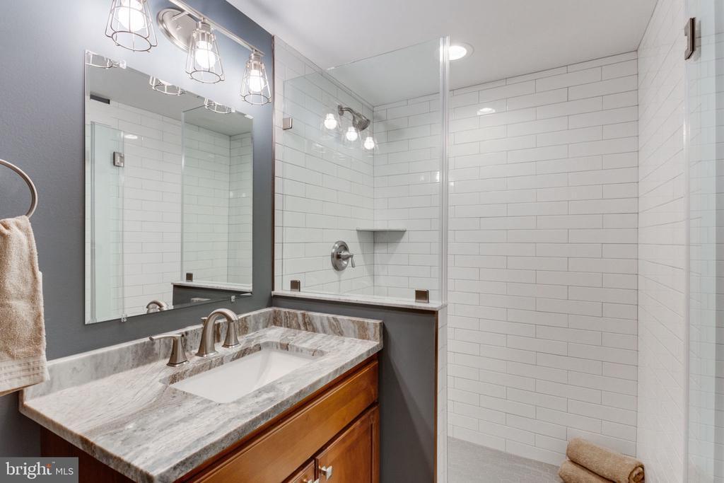 Lower Level Full Bathroom w/ Walk-in Shower - 505 PRINCESS CT SW, VIENNA