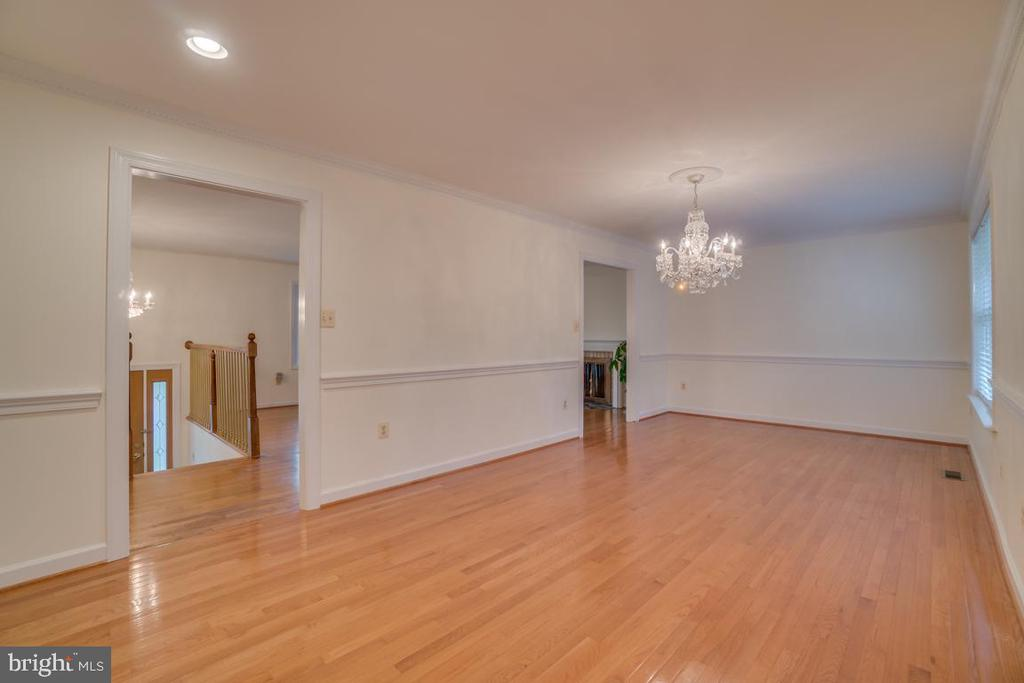 Formal Dining Room with Bay Window - 2918 GLENVALE DR, FAIRFAX