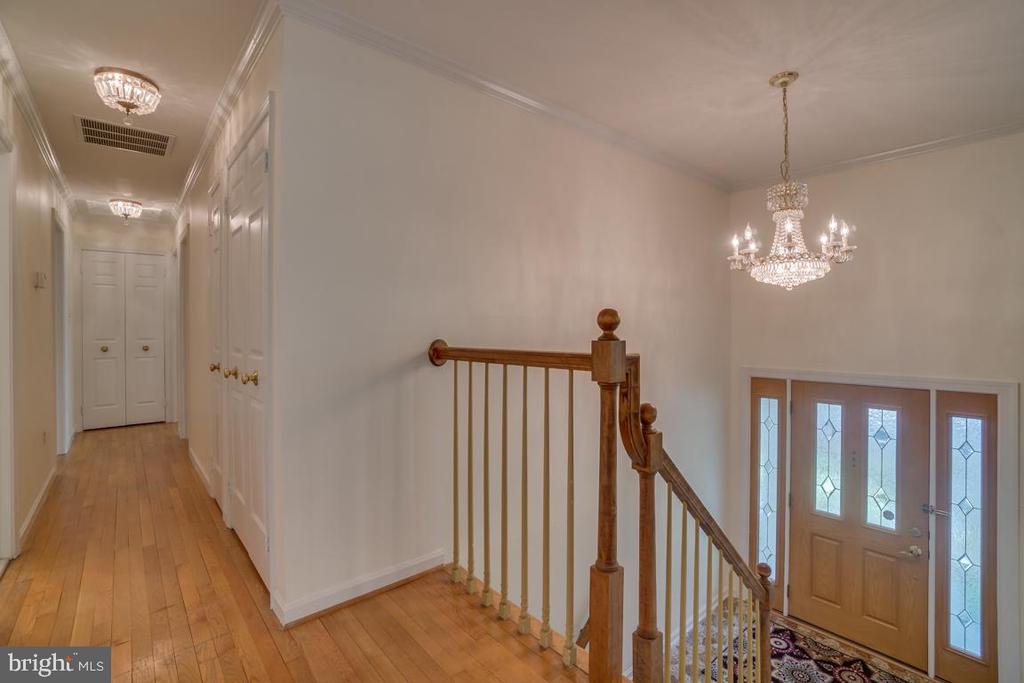 Front Entrance with hardwood floors - 2918 GLENVALE DR, FAIRFAX