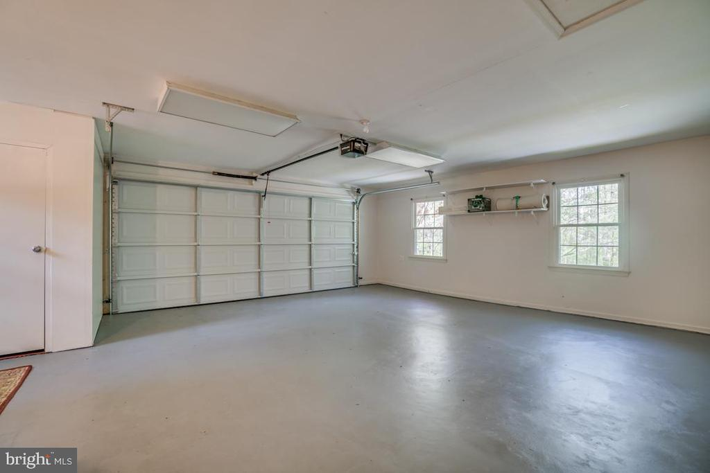 Spacious 2+ car garage with plenty of storage area - 2918 GLENVALE DR, FAIRFAX