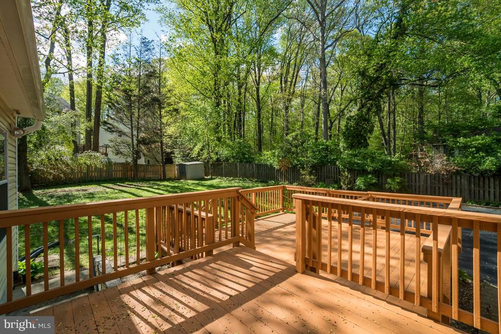 Perfect for entertaining or relaxing - 2918 GLENVALE DR, FAIRFAX