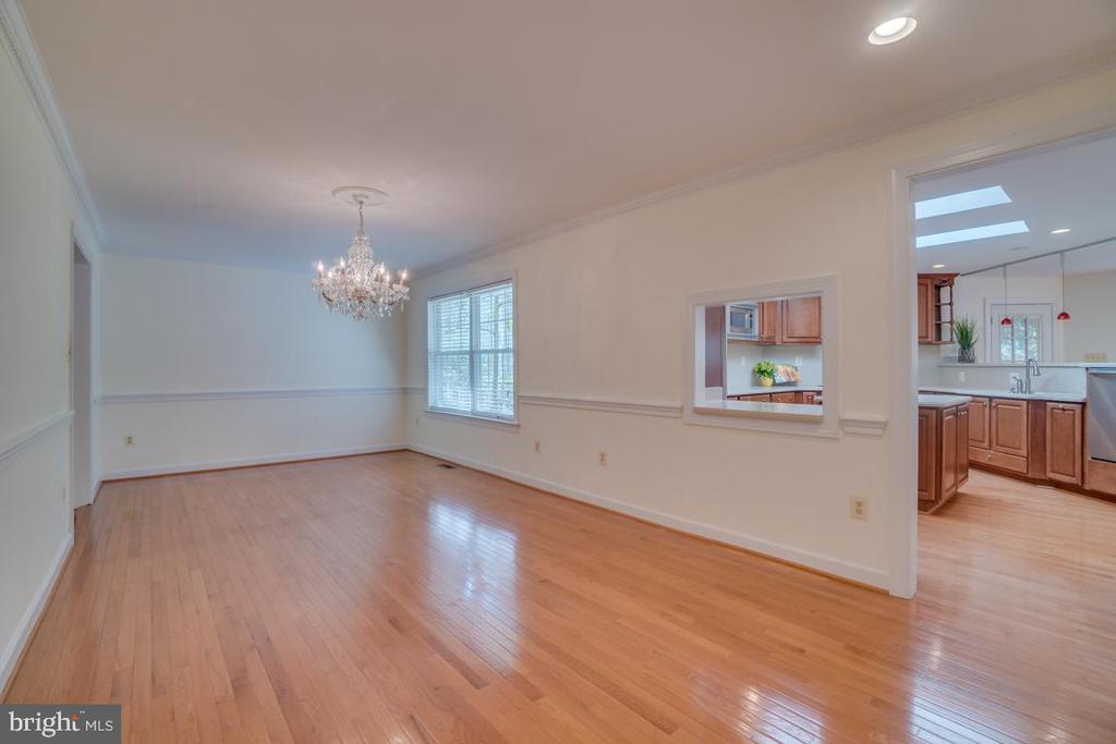 Dining Room  & entrance to kitchen - 2918 GLENVALE DR, FAIRFAX
