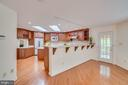 Breakfast bar - 2918 GLENVALE DR, FAIRFAX