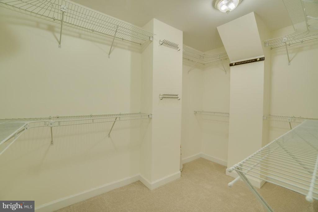 Large Walk in Master Bedroom Closet - 2918 GLENVALE DR, FAIRFAX