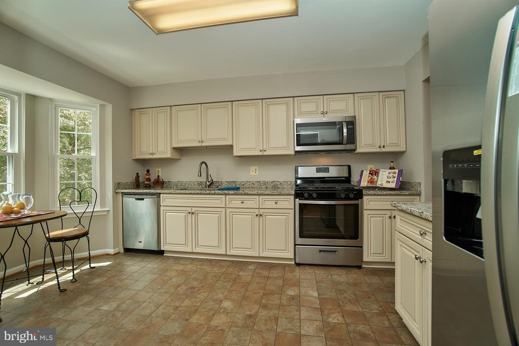 New Cabinets and Stainless Steel Appliances - 12320 SLEEPY LAKE CT, FAIRFAX