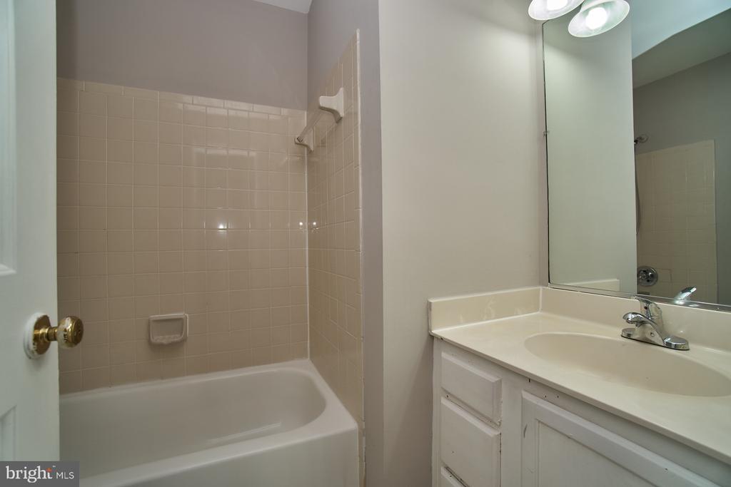 Hall Bath - 12320 SLEEPY LAKE CT, FAIRFAX