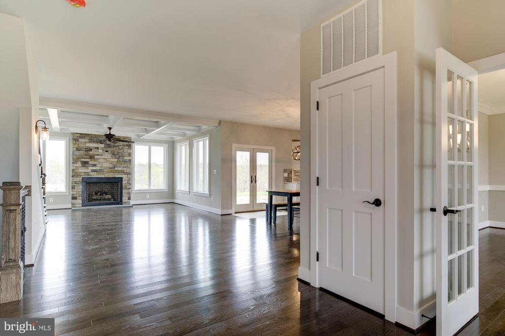 Open Floor Plan - Perfect for Entertaining - 38042 GREENWOOD FARM LN, PURCELLVILLE