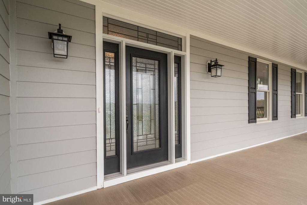 Expansive Front Porch - 38042 GREENWOOD FARM LN, PURCELLVILLE