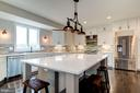 Quartz Counters and plenty of seating - 38042 GREENWOOD FARM LN, PURCELLVILLE