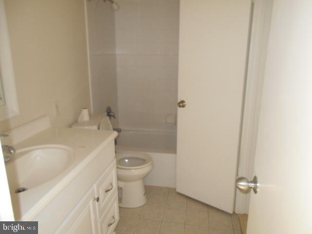 Master Entry to Bathroom - 1405 KEY PKWY #101, FREDERICK