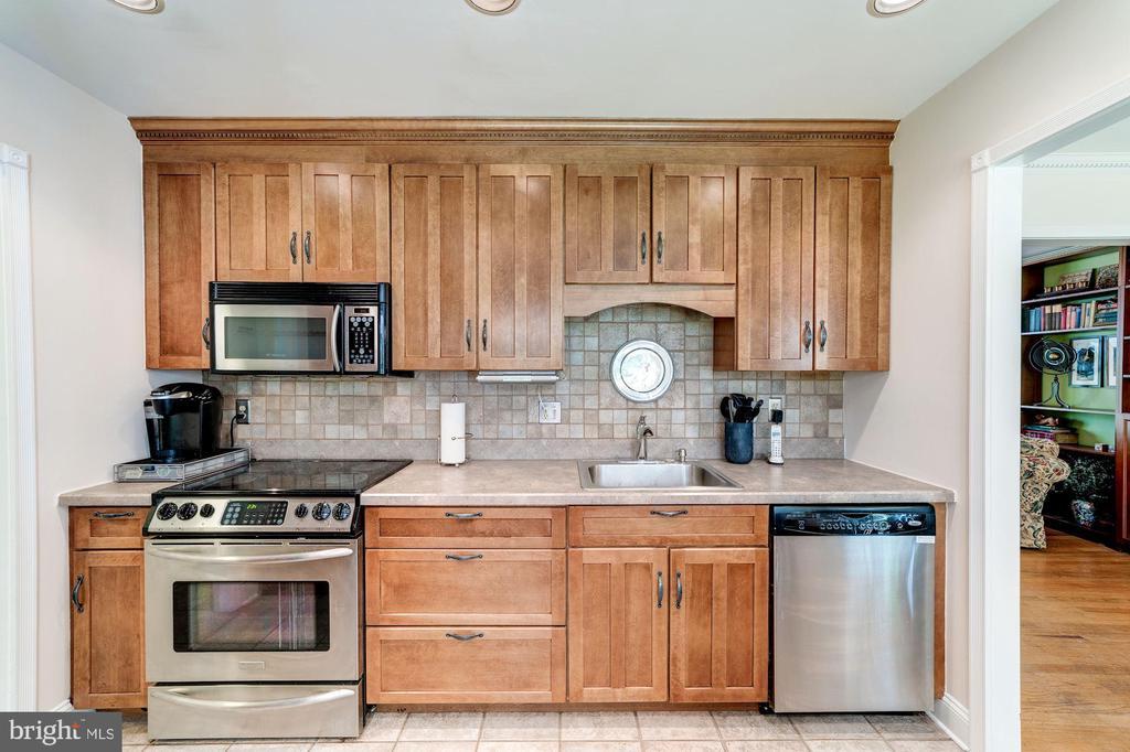Kitchen - 11310 MYRTLE LN, RESTON