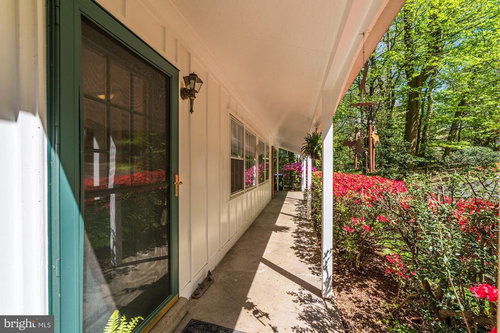 front porch - 11310 MYRTLE LN, RESTON