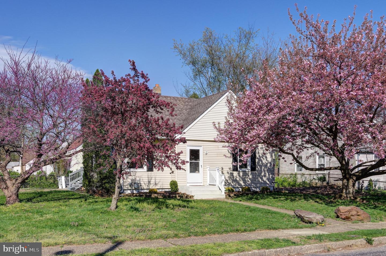 Maison unifamiliale pour l Vente à 110 MITCHELL Avenue Runnemede, New Jersey 08078 États-Unis