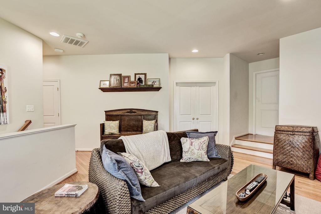 Loft area -great for 2nd family room/study area - 23228 WASHBURN TER, BRAMBLETON