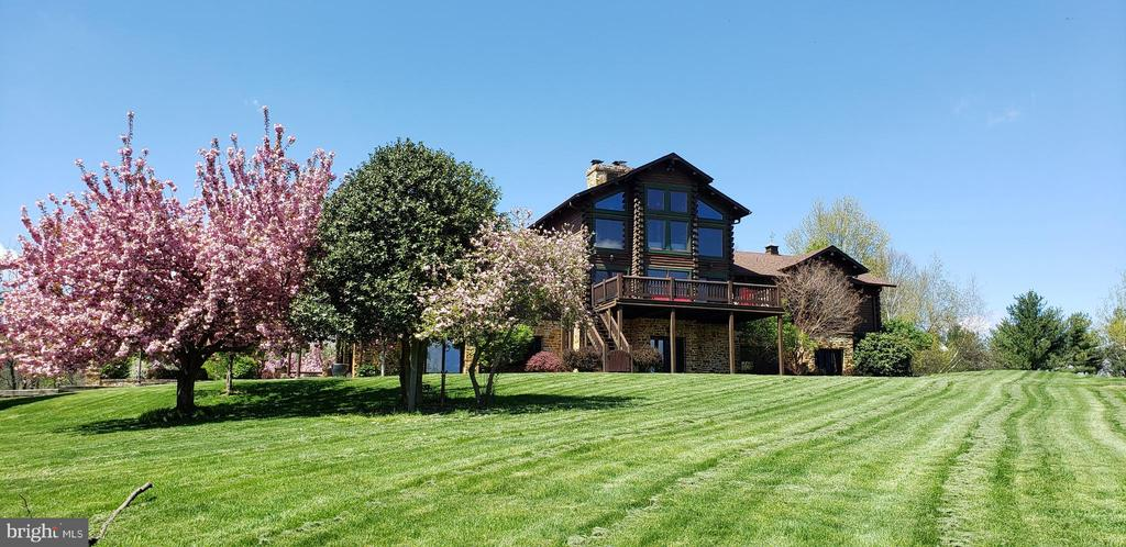Beautiful Cherry Trees, Multiple Decks & Views! - 2315 MICHAEL RD, MYERSVILLE