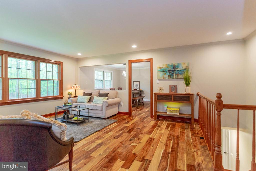 How easy the living and dining rooms flow together - 11905 CHAPEL RD, CLIFTON