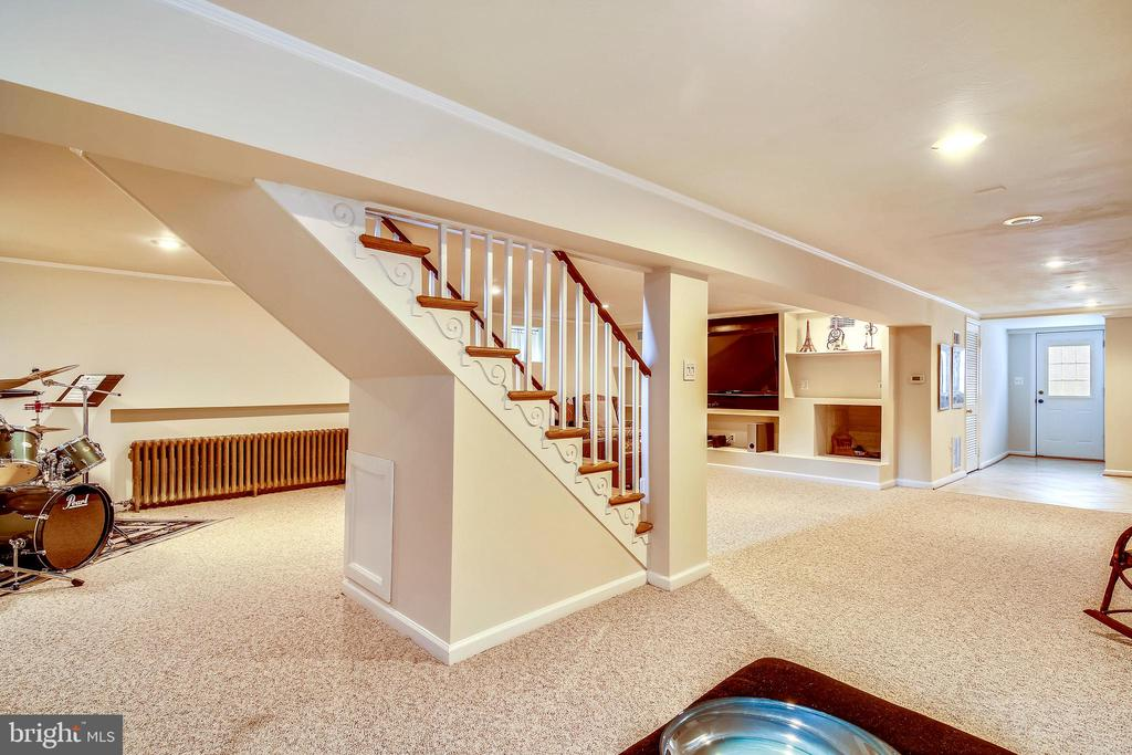 Lower Level Rec Room with outdoor access - 6036 OLD TELEGRAPH RD, ALEXANDRIA