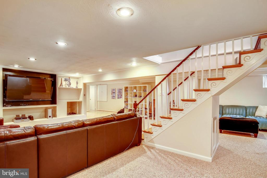 Lower Level Rec Room with built-ins & TV Insert - 6036 OLD TELEGRAPH RD, ALEXANDRIA
