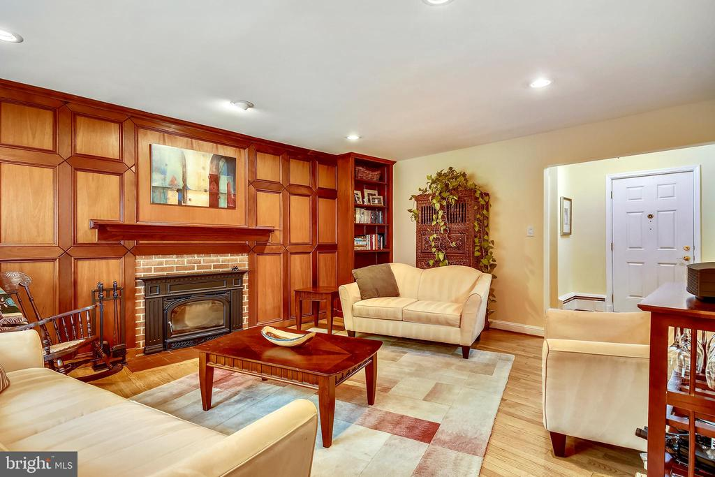 Living Room with Paneled Wall - 6036 OLD TELEGRAPH RD, ALEXANDRIA