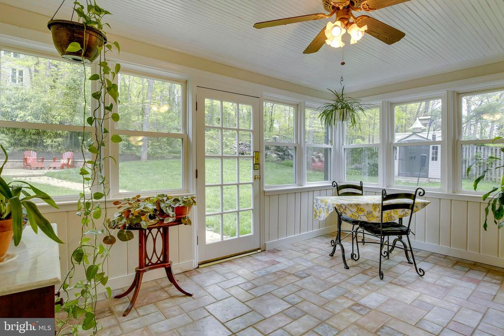 Sunroom with access to back yard - 6036 OLD TELEGRAPH RD, ALEXANDRIA