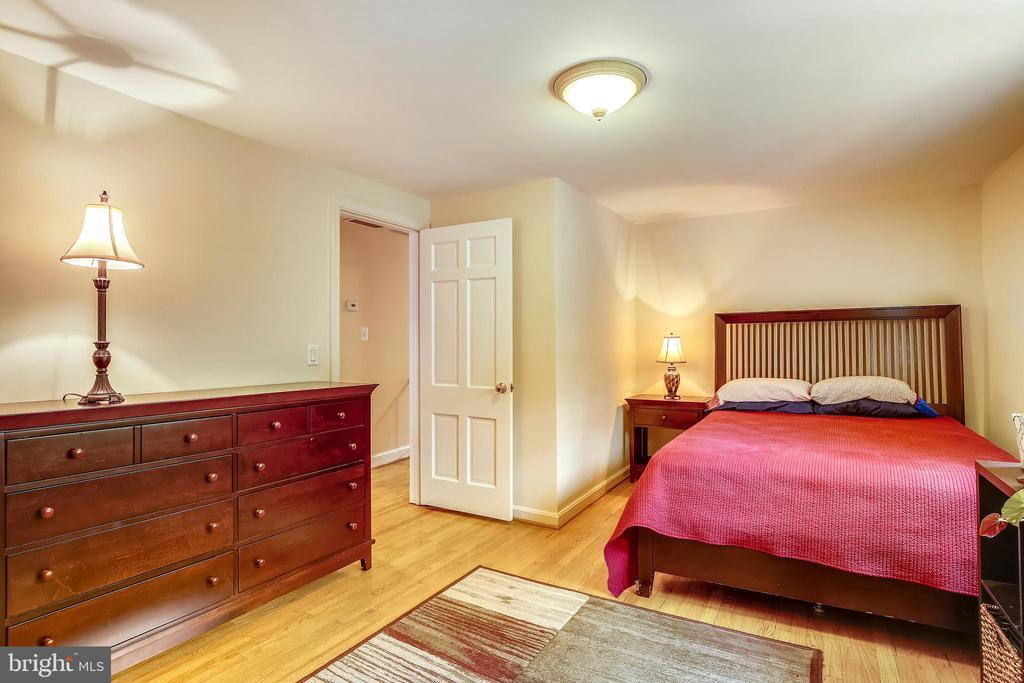 Upper Level Master Bedroom Entry - 6036 OLD TELEGRAPH RD, ALEXANDRIA