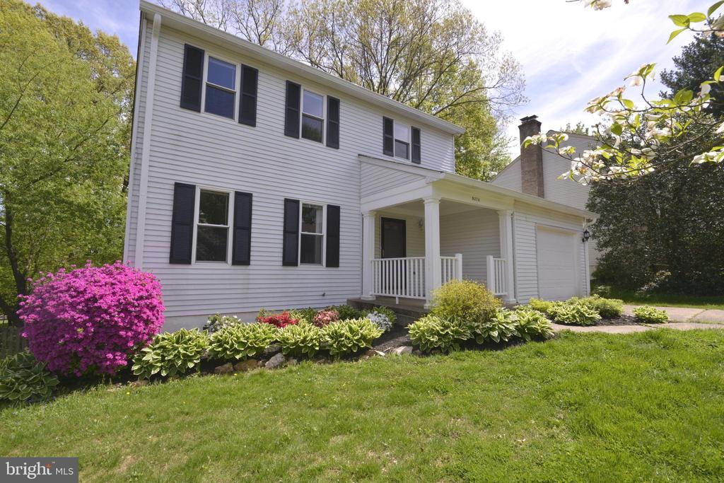 Beautiful Colonial on a cul-de-sac street. - 9374 TARTAN VIEW DR, FAIRFAX