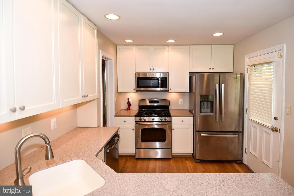 Another View of the Kitchen - 2446 N JEFFERSON ST, ARLINGTON