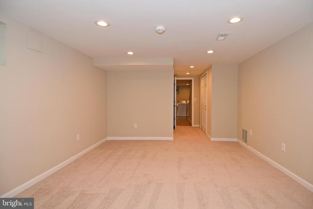 LL BR Un-staged.  Note recessed lights. - 2446 N JEFFERSON ST, ARLINGTON