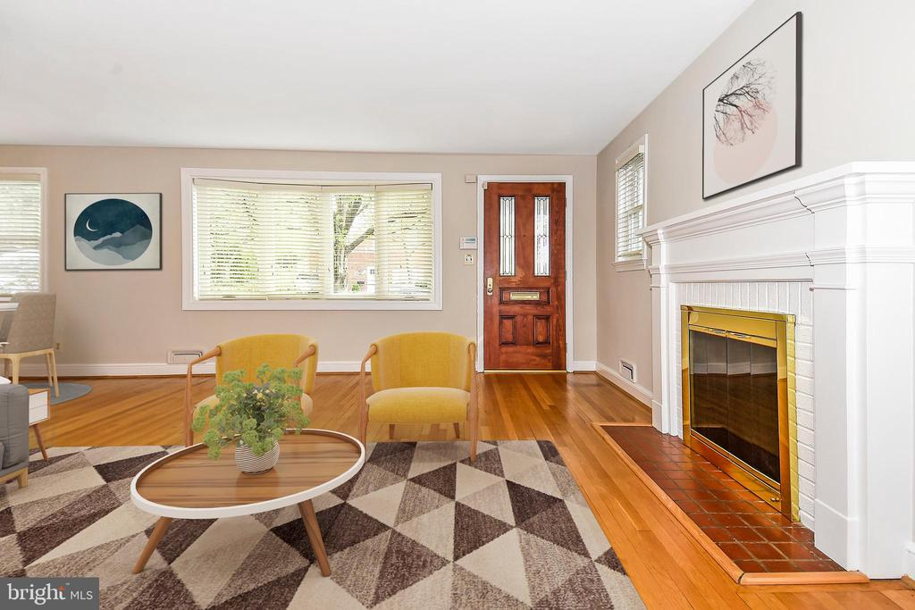 Living Room Staged!  Gas Fireplace - 2446 N JEFFERSON ST, ARLINGTON