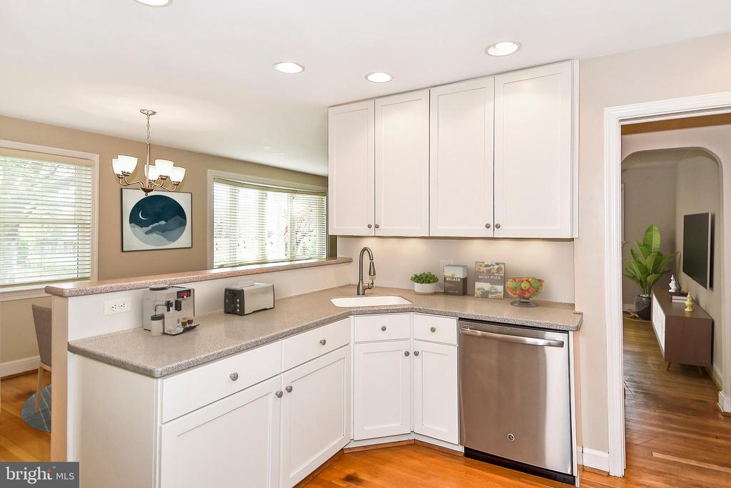 Open Kitchen with Stainless and Corian - 2446 N JEFFERSON ST, ARLINGTON