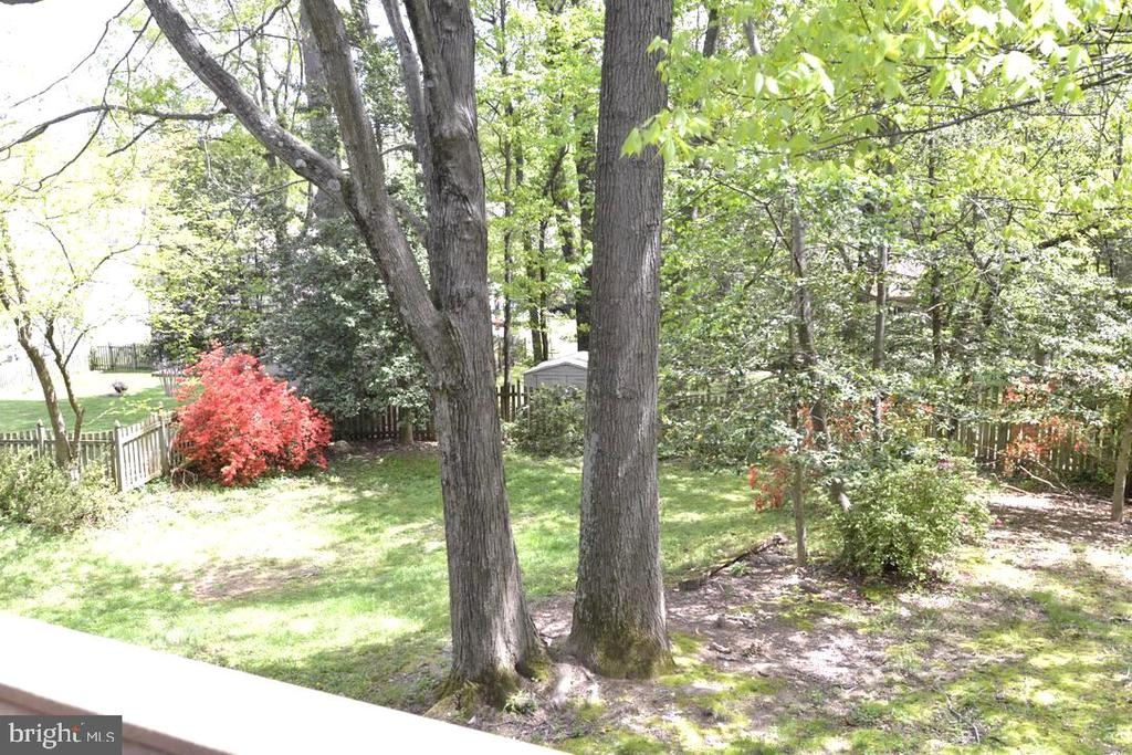 View from the Trex Deck to the private back yard. - 9374 TARTAN VIEW DR, FAIRFAX