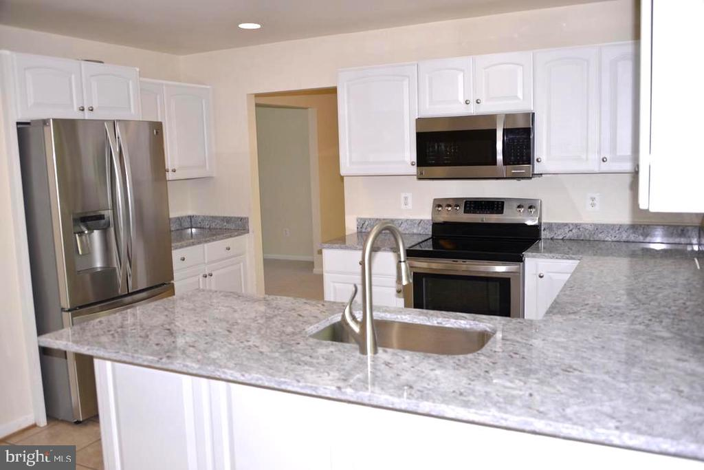 Upgraded Kitchen with SS Appliance & new Granite. - 9374 TARTAN VIEW DR, FAIRFAX